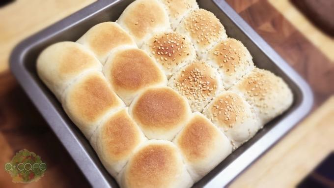 基本パン+ゴマパン