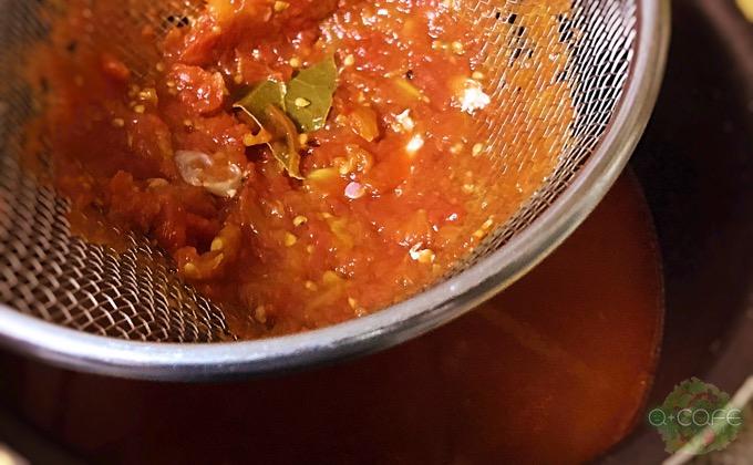 スープカレーのスープを漉す